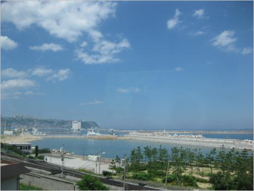 해외의 어떤 유명 해변 부럽지 않게 아름답던 창 밖의 동해