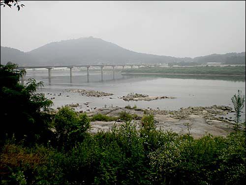 남한강 상류의 모습이다.