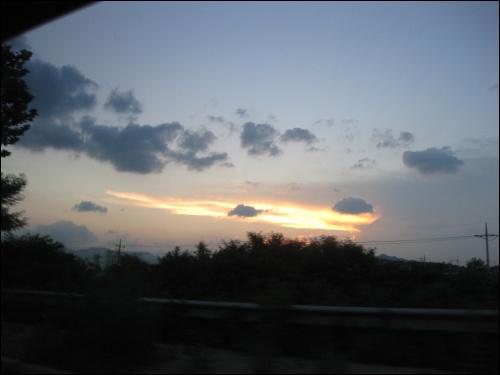 해질녘 하늘, 추암에서 동해역으로 가는 택시 안에서