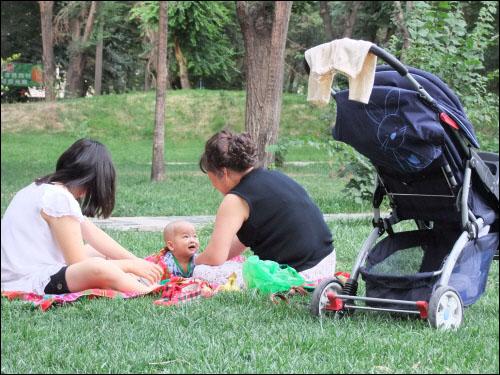 어린이공원의 아기