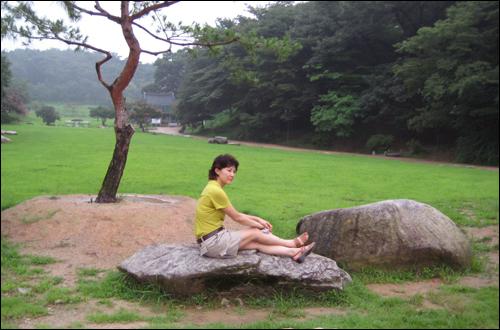 성돌이를 끝내고 아내가 고창읍성 안에서 기념사진을 찍었다.