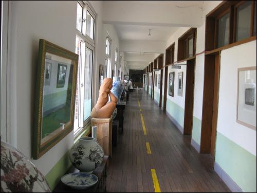 폐교를 개조해 만들었다는 정선미술관. 확실히 여느 시골 학교 같은 느낌이다.