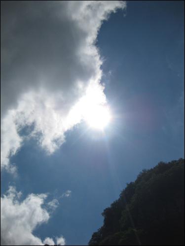 몰운대에서 올려다 본 하늘. 저 구름도 잠시 이곳에서 쉬어가겠지.