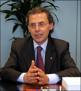 에밀리야-로마냐 주의 집권당인 민주당의 마우리죠 체베니니(Maurizio Cevenini) 주 의원. 그는 차기 볼로냐 시장으로 유력하다.