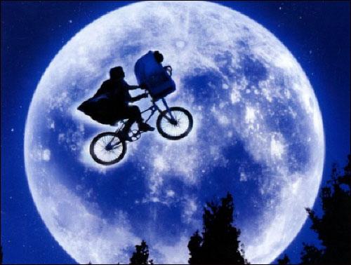"""영화 'ET'의 한 장면 """"자전거 타러 갈래?""""란 말 한마디에..."""