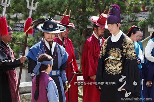 드라마 <동이>에 새롭게 등장한 장 희빈의 아들 이윤(오른쪽)과 최 숙빈의 아들 이금(왼쪽).