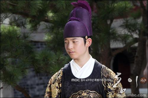 장 희빈의 아들인 이윤.