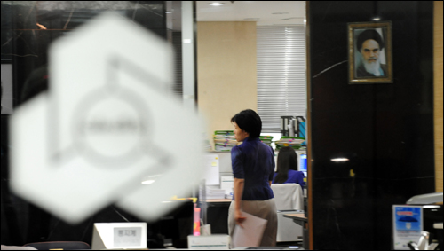 금융당국이 이란 멜라트은행 서울지점에 대해 업무정지 2개월의 중징계를 내리는 쪽으로 가닥을 잡은 것으로 알려진 가운데 8일 오후 이란계 은행인 서울 대치동 멜라트은행 서울지점이 한산한 모습을 보이고 있다.