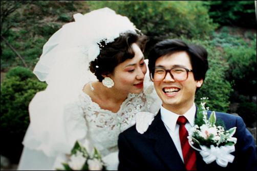 1989년 4월/ 웨딩사진 꽃다운 스물 여덟의 청년과 스물 여섯의 처녀가 부부의 연을 맺고 살아온지 22년이 되었다.