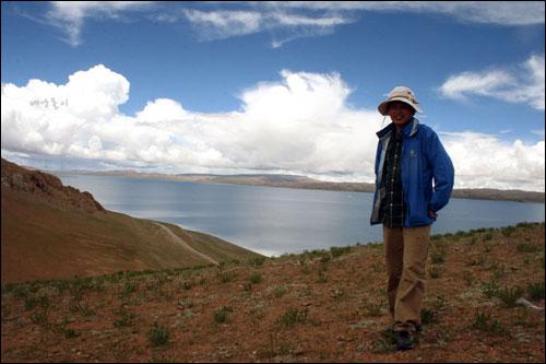 티베트 남쵸호수 트레킹 중  산을 오를때는 늘 힘이 든다. 하지만 그 위에서는 오를때의 고통은 금세 잊혀진다.