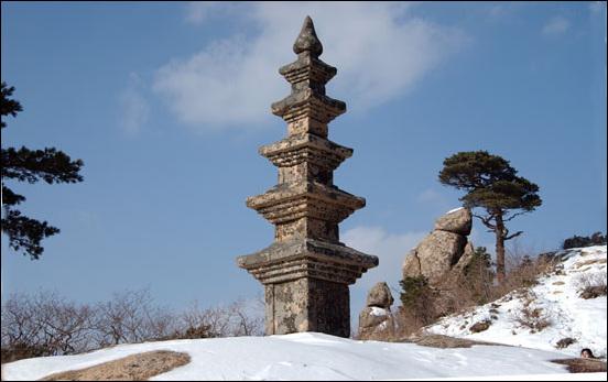 부처님의 진신사리를 봉안한 봉정암 5층 석탑