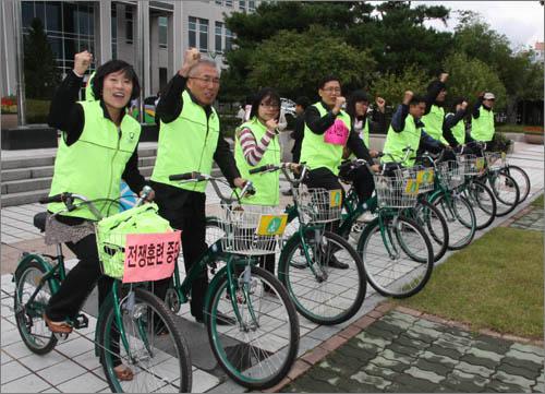기자회견을 마친 '6.15공동선언실천 남측위원회 대전본부'는 대전시청에서 대전역까지 이어지는 10.4km달리는 자전거 대행진을 펼쳤다.