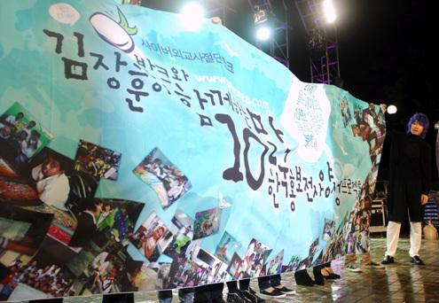 반크 '10만 대한민국 홍보전사 프로젝트' 비전선포 10만 홍보전사 프로젝트는 동북아 역사 영토 분쟁에 대응하며 세계에 대한민국을 알려나가는 민간인 한국홍보 전문가를 양성하는 사업이다.