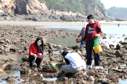 낙지,해삼,바지락캐기 바닷물이 많이 빠져서 낙지,꽃게,해삼등을 쉽게 잡을 수 있다.