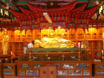 극낙전 와불 ! 부처님 진신사리 봉안된 극낙전 와불입니다.