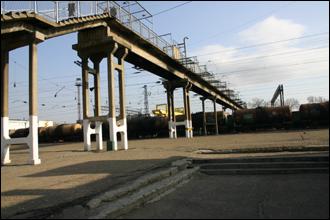 우수리스크 역 플랫폼과 육교