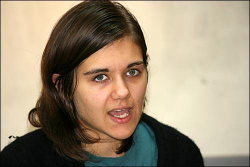 18일 방한한 스웨덴 해적당 아멜리아 안데르스도테르(23) 유럽의회 의원이 서울 마포구 성산동 시민공간 나루에서 기자 간담회를 하고 있다.