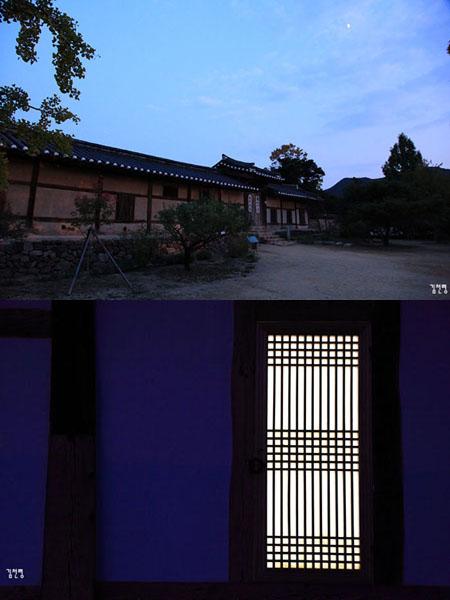 어둠에 잠긴 충효당(위)과 양진당(아래) 대문간채