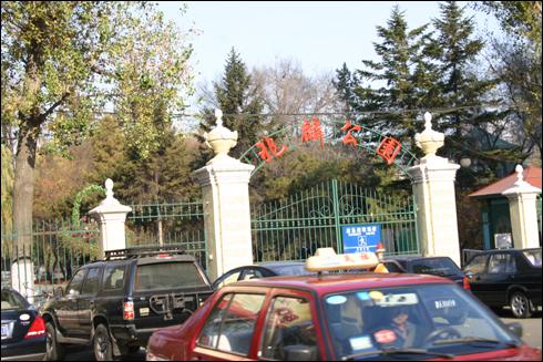 옛 허얼빈공원으로 현재는 조린공원으로 이름이 바뀌었다.