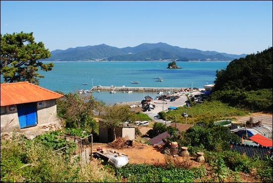 남성리 해안도로에서 내려다본 마을 풍경