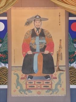 경기도 수원시 팔달구 소재 화령전에 보관된 정조의 초상화. 화령전은 화성행궁과 붙어 있다.