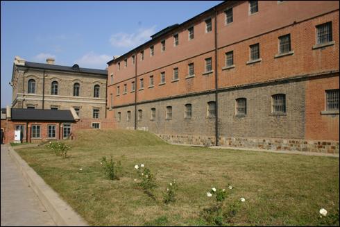 뤼순 감옥 건물, 붉은 벽돌이 있는 곳은 일본이 증축한 곳이라고 한다.