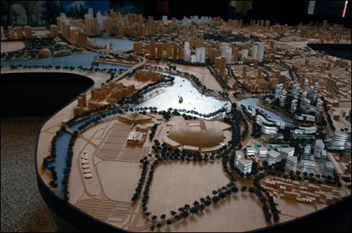 도시개발국 도시개발국에 있는 싱가포르 도심의 현재와 미래의 모형.
