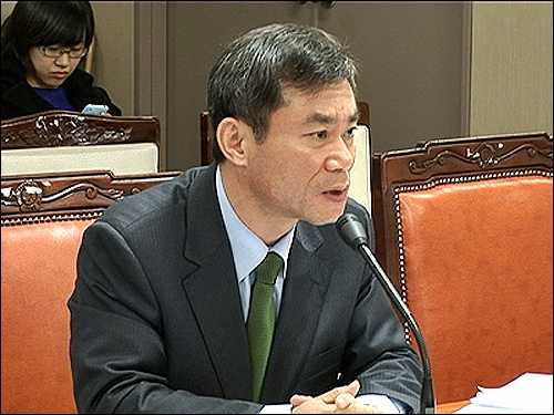 이종현 서울시 대변인이 15일 대변인 행정사무감사에서 시의회 문화체육관광위원회 소속 의원들의 질문에 답변하고 있다.