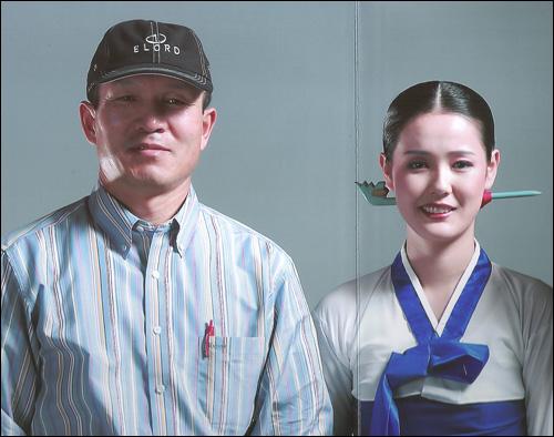 박채서씨와 조명애 박채서씨(왼쪽)는 리호남을 통해 북한 무용수 조명애(오른쪽)와 가수 이효리가 함께 출연한 삼성전자 휴대폰 CF광고를 찍었다.