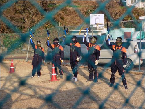 화이팅 서바이벌 경기에 참가한 거제요트학교 독수리 5형제 팀이 화이팅을 외치고 있다. 이 경기에서 3위를 수상했다.