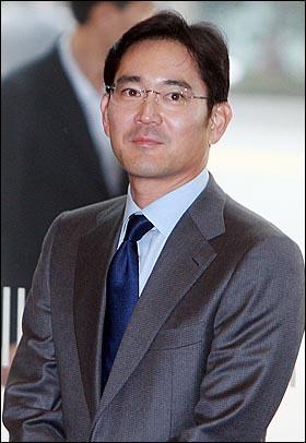 이재용 삼성전자 부사장이 1일 오후 서울 서초동 삼성 사옥에서 열린 '자랑스런 삼성인상' 시상식에 참석하고 있다.