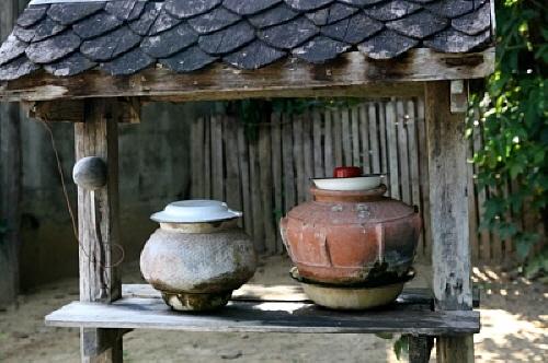 물항아리 태국의 마을에서는 자주 볼 수 있는 모습