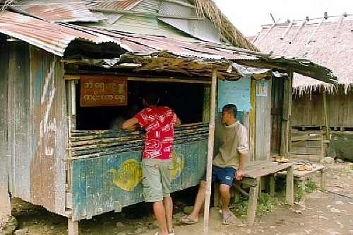 콘야 가게 젊은이들이 수시로 들락거리는 곳이다.