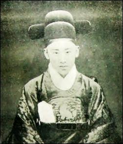 중국 단둥시 '한국인교육문화원'에 전시된 고종황제 아들 의친왕 이강 사진.
