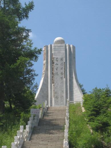 청산리항일전투 기념탑.