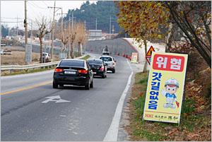 간성읍에서 통일전망대 출입국신고소 사이 구간 도로 공사 현장.