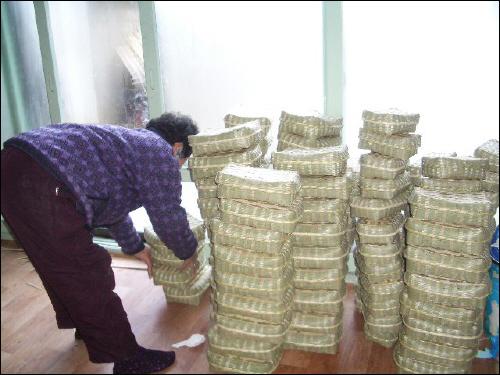 할머니, 할아버지가 만드시는 작은 석작. 김밥 담는 도시락으로 쓰인단다.