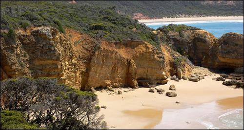 바위 뒤에 감춰진 호주의 누드 비치.