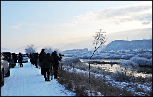 신묘년 첫날 많은 사진가들이 춘천소양5교에 모여 새해맞이를 하고 있습니다.