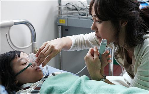 병원에서의 딸과 엄마