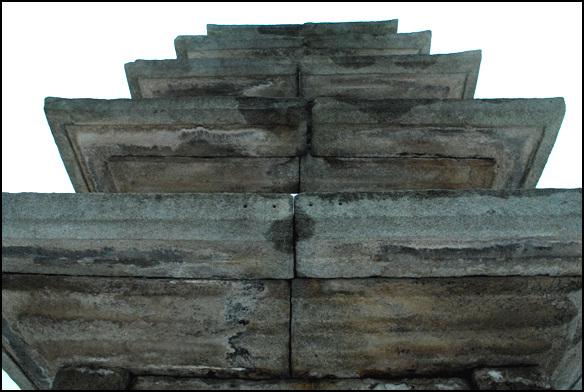 옥개석 지붕돌인 옥개석은 여러 장으로 조성하였다