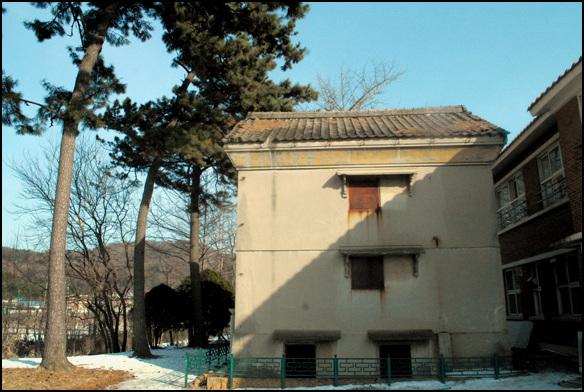 금고 등록문화재 제182호인 군산 구 시마타니 농장 금고