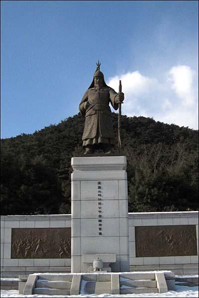 신숭겸 장군 동상