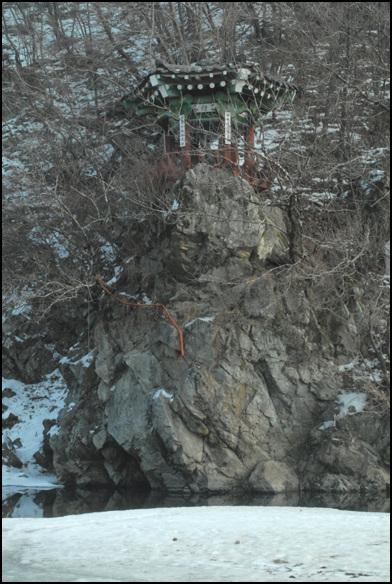 백인대 깎아지른 절벽 위에 자리한 백인대