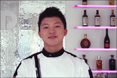 특별한 이력을 지닌 한식 레스토랑 셰프. 토니 유(33.유현수)