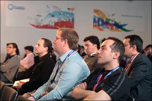 15일(현지시각) 스페인 바르셀로나에서 열린 '모바일 월드 콩크레스(MWC2011)'에서 삼성전자가 주최한 '바다 개발자 데이' 행사에 참석한 개발자들.