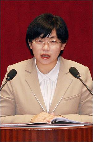 이정희 민주노동당 대표가 28일 국회 본회의에서 비교섭단체 대표연설을 하고 있다.