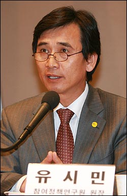 유시민 국민참여당 참여정책연구원장이 2일 오후 서울 중구 프레스센터 국제회의장에서 열린 '선거연합 가능한가?' 대토론회에서 발언하고 있다.