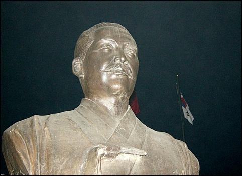 백야 김좌진 장군 흉상, 중국은 한국인 독립지사 동상을 세우지 못하게 한다더군요.