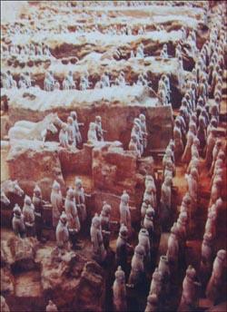 북경 군사박물관에 걸린 진시황제 병마용 사진. 북경 지하철 1호선에 군사박물관역(쥔스보우관잔)이 있다.